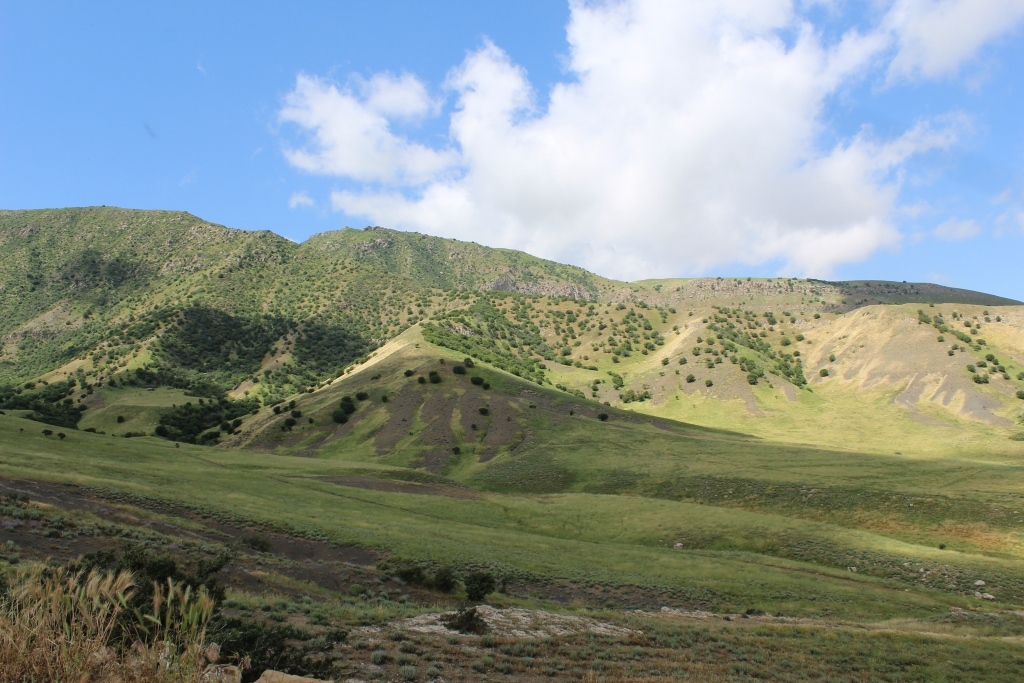 Батыр абдуллаев путешествует по туркменистану исключительно пешкомбатыр абдуллаев - уроженец дайханского объединения